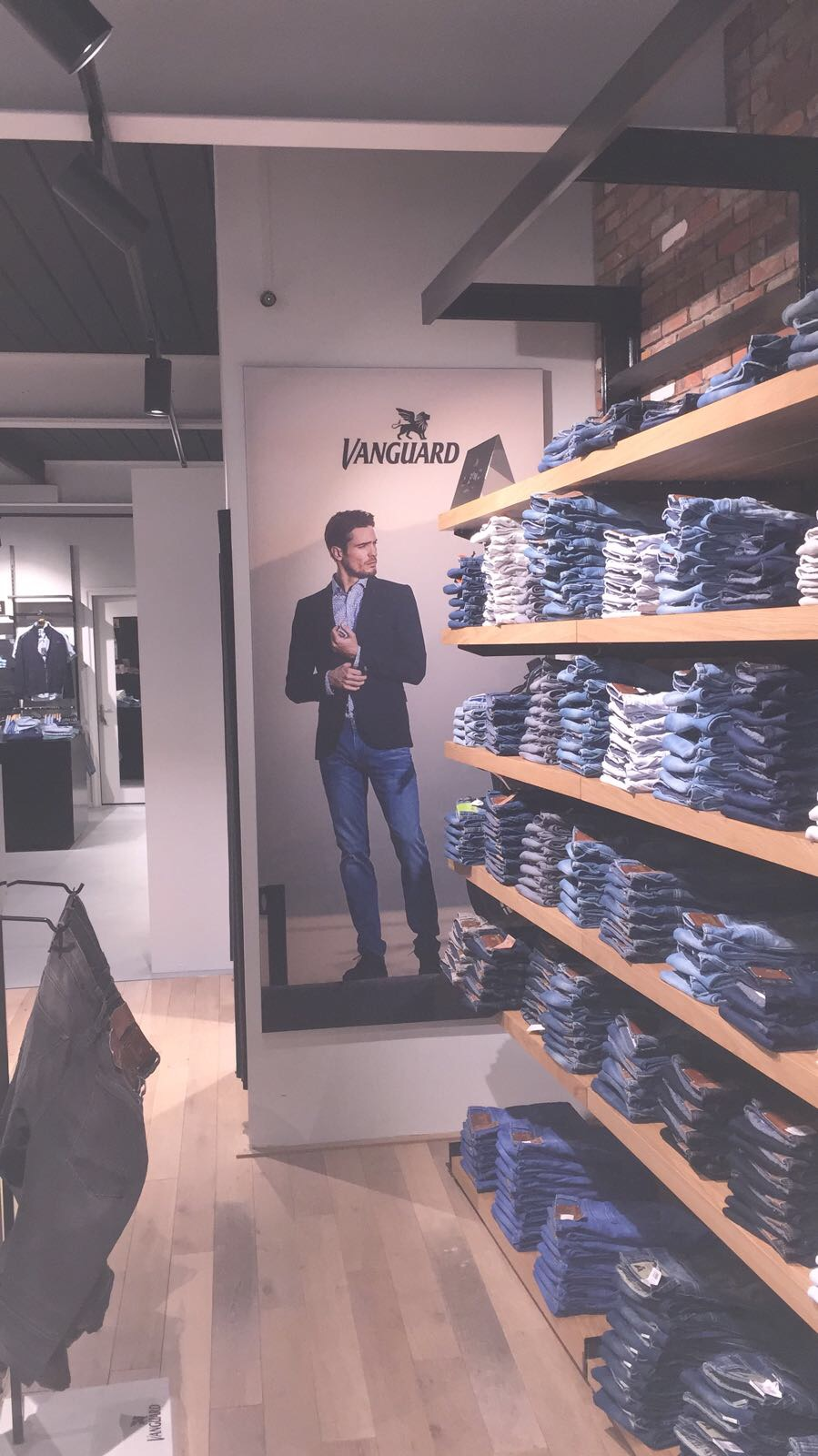 Just Brands | Morselt Mode, Borne