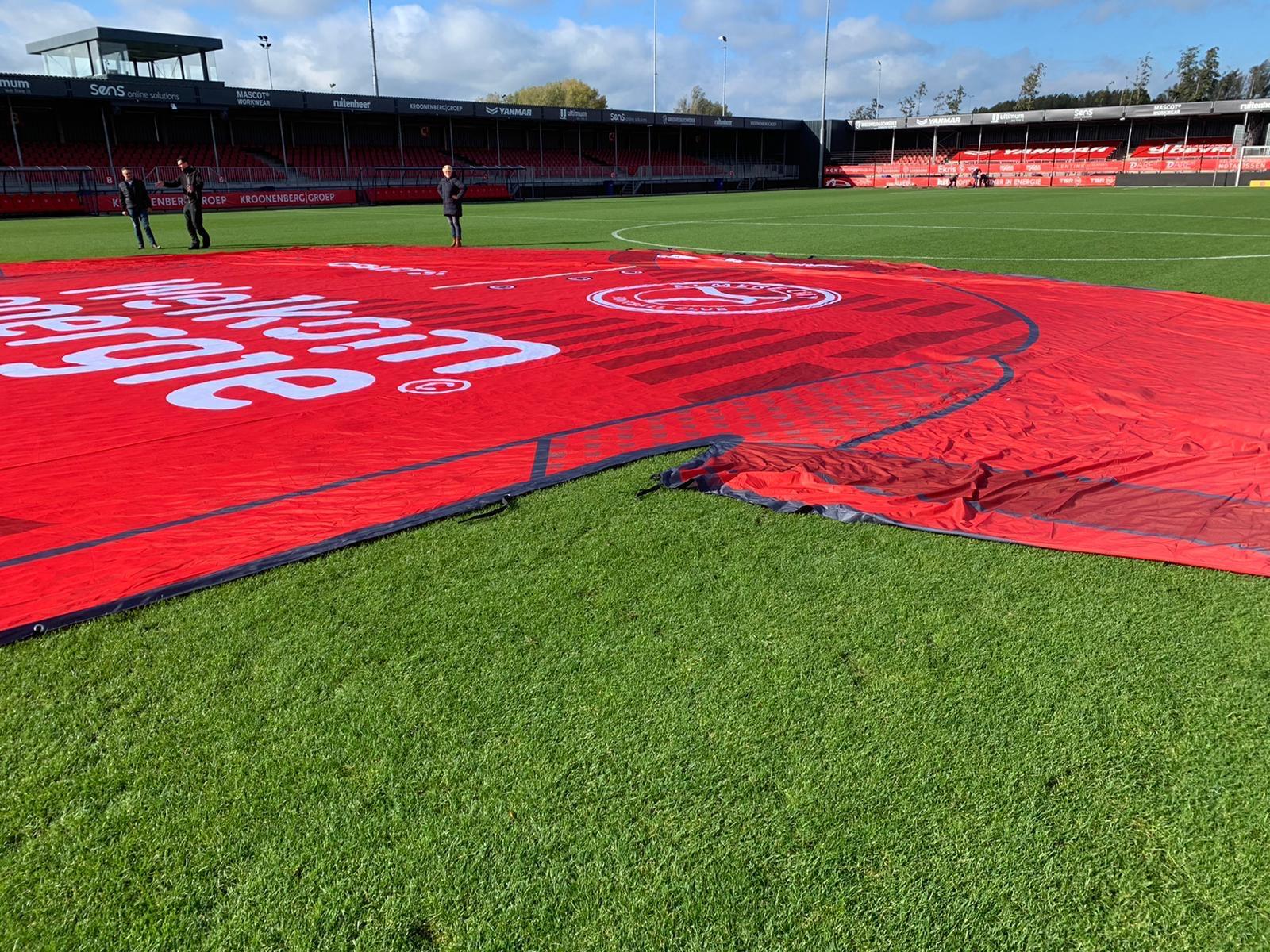 Mega groot voetbalshirt voor Almere City FC